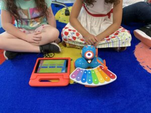 elementary students using robots